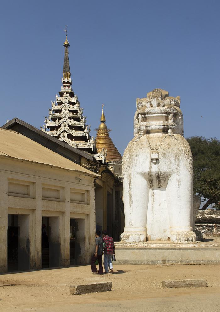 Bagan, Shwezigon-Pagode, Löwe