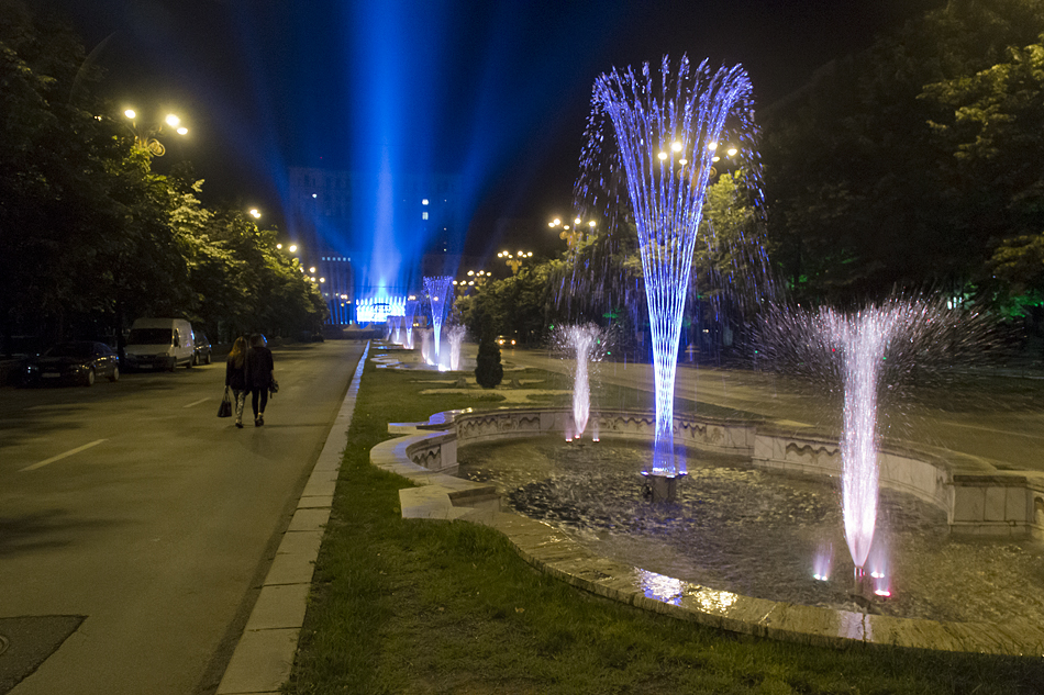 Bukarest, Bulevardul Unirii at night