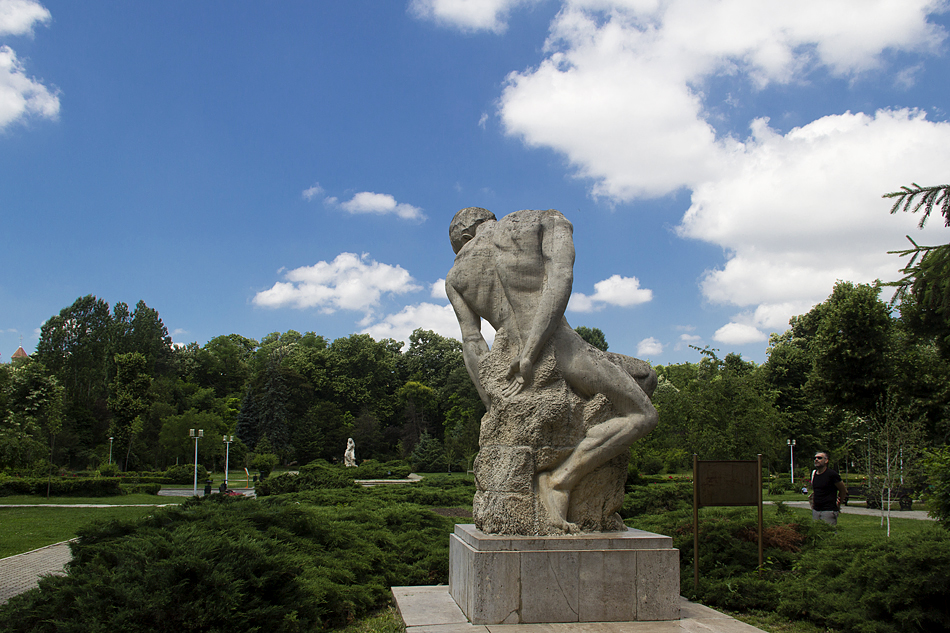 Bukarest, Gigant im Carolpark