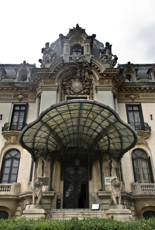Bukarest, Entrance Muzeul Naţional George Enescu