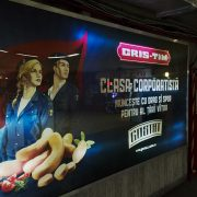 Bukarest, Werbung am Piața Victoriei