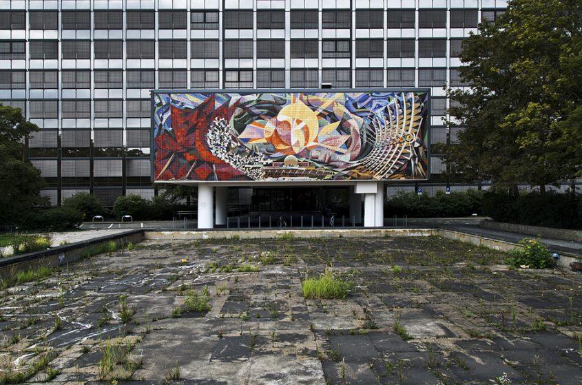 Halle saale, Wandbild Die friedliche Nutzung der Atomenergie von Josep Renau