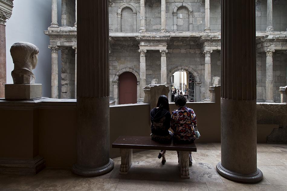Pergamonmuseum, Blick von der Trajaneums-Halle zum Markttor von Milet
