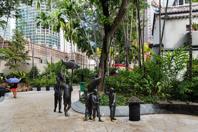 Singapore, Fabian Fröhlich, Chinese Procession by by Lim Leong Seng