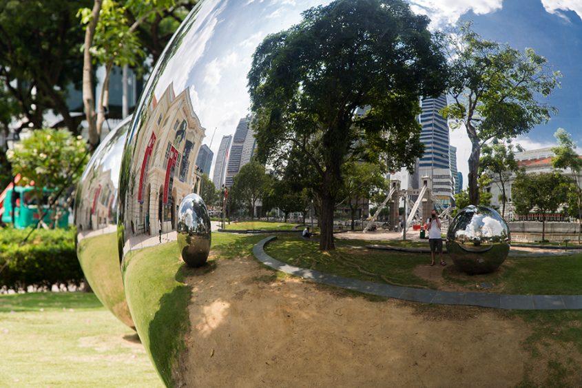 Fabian Fröhlich, Singapore, Mirror Balls in Empress Place