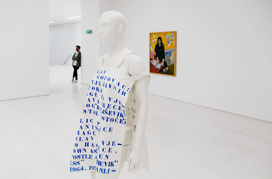 Tomislav Gotovac, Apron for Cleaning of Public Spaces, EMST, documenta 14, Athen, Fabian Fröhlich
