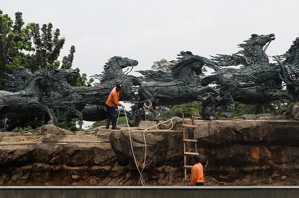 Fabian Fröhlich, Jakarta, Arjuna Wijaya Statue by Nyoman Nuarta