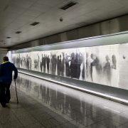 Fabian Fröhlich, Athen, Omonia Metro Station (The Queue by Nikos Kessanlis)