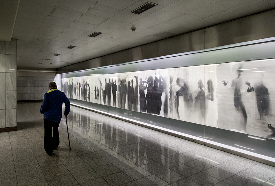 Fabian Fröhlich, Athen, Omonia Metro Station (The Queue by Nikos Kessanlis)