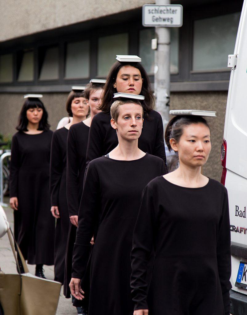 Fabian Fröhlich, Kassel, documenta 14, Neue Hauptpost, Irena Haiduk, Army of Beautiful Women: Spinal Discipline