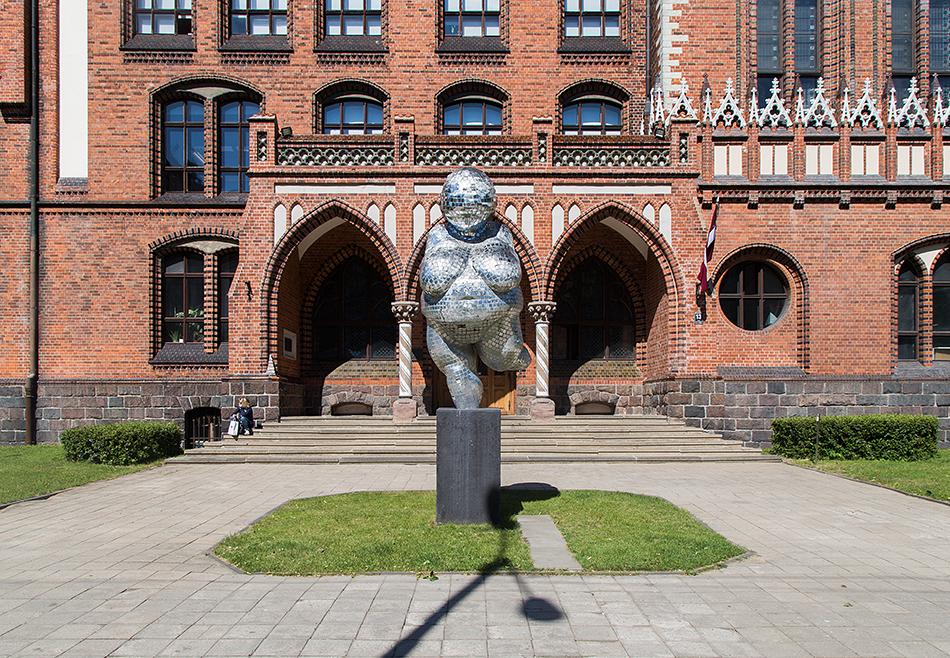Fabian Fröhlich, Riga, Willendorf Venus by Kalpaka Bulvāris