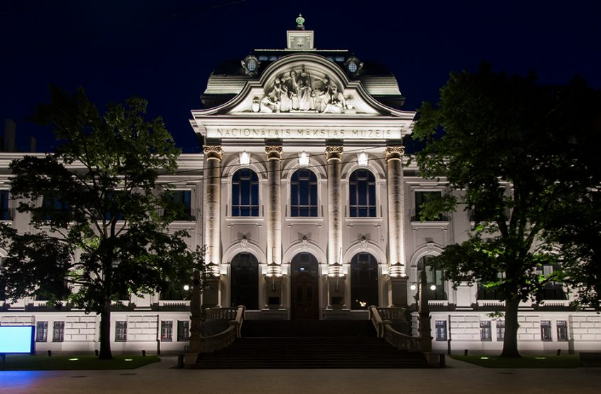 Fabian Fröhlich, Riga, Latvian National Museum of Art, Entrance at Night