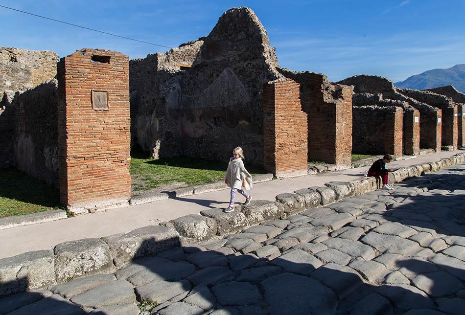 Pompei, Via Consolare