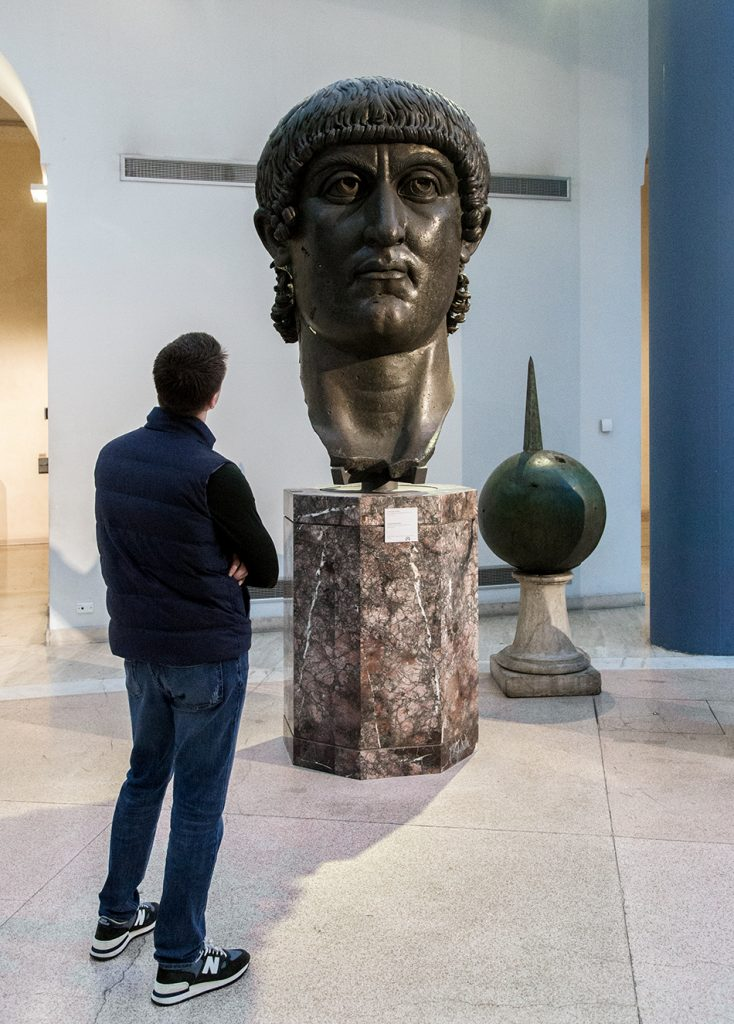 Rom, Kapitolinische Museen, Statua colossale bronzea di Costantino: testa