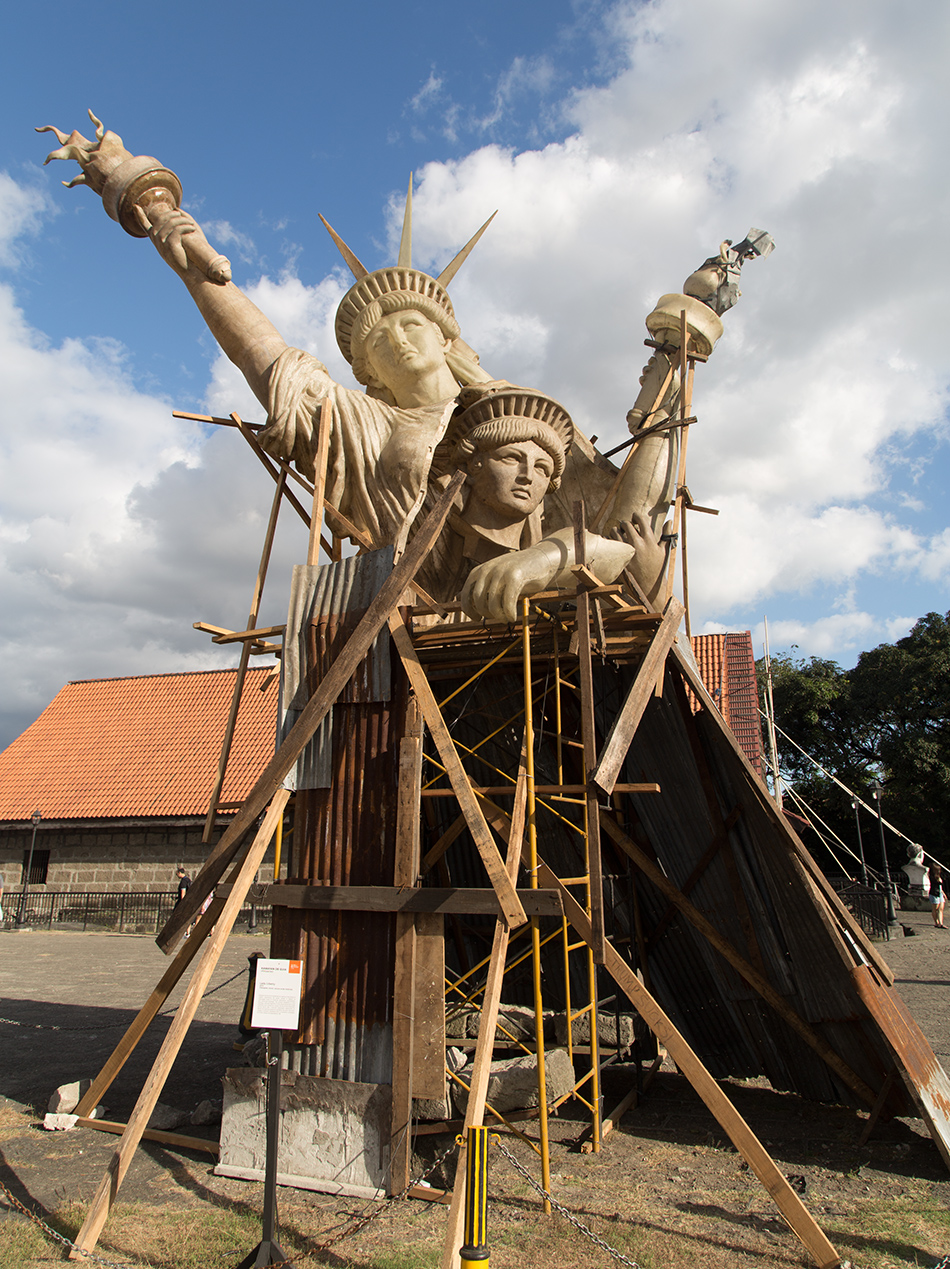 Fabian Fröhlich, Manila, Intramuros, Fort Santiago (Manila Biennale, Lady Liberty by Kawayan de Guia)