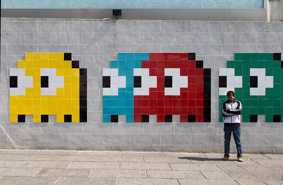 Fabian Fröhlich, Hongkong, Kowloon, Street Art by Invader at Star Ferry Pier