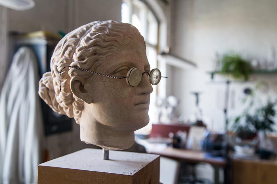 Fabian Fröhlich, Berlin, Gipsformerei, Antiker Kopf mit Brille
