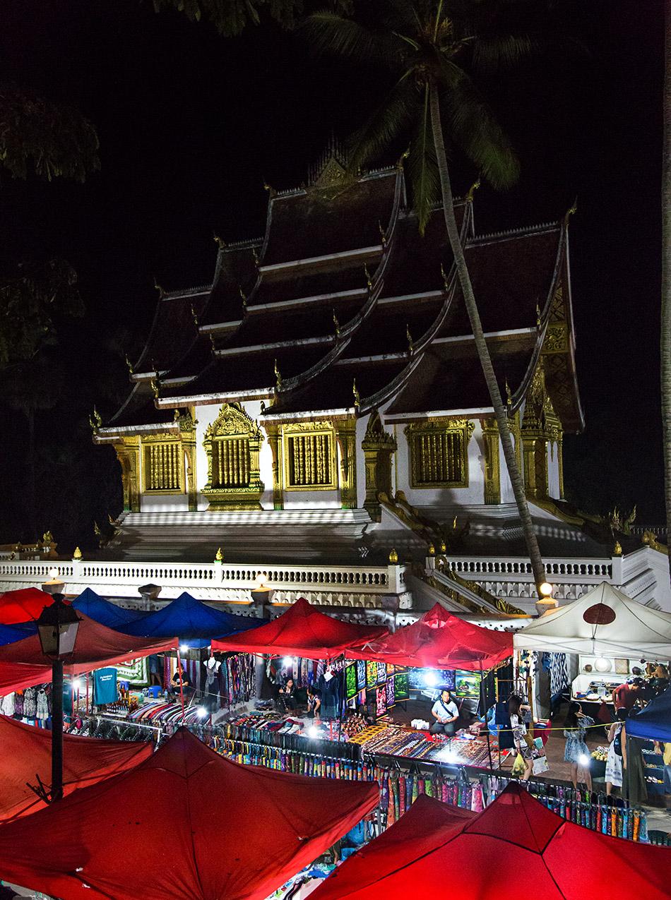 Fabian Fröhlich, Luang Prabang, Night Market in front of Haw Pha Bang
