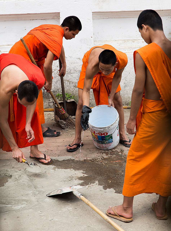 Fabian Fröhlich, Luang Prabang, Buddhist monks at Wat Sibounhouang