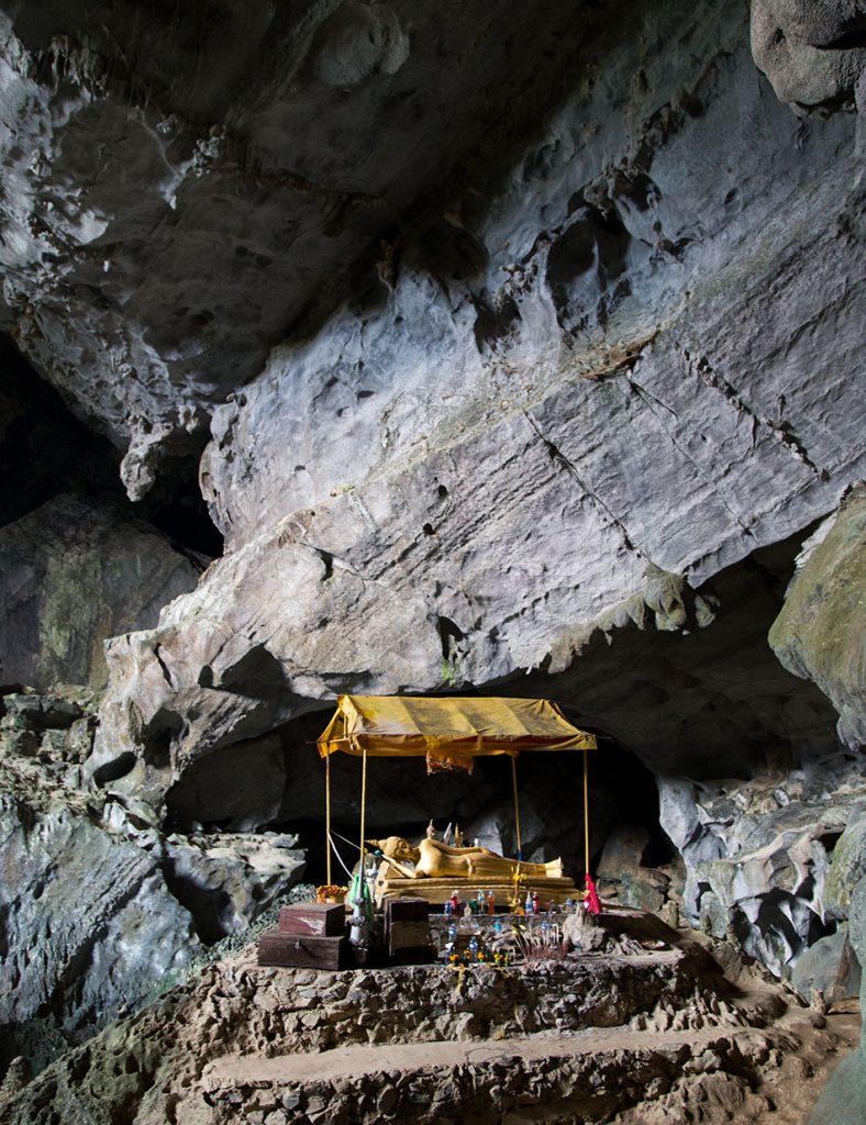 Fabian Fröhlich, Vang Vieng, Reclining Buddha at Phu Kham Cave