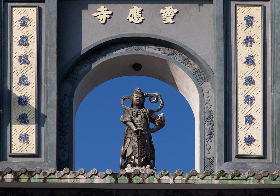 Da Nang, Linh Ứng Pagoda, Gate