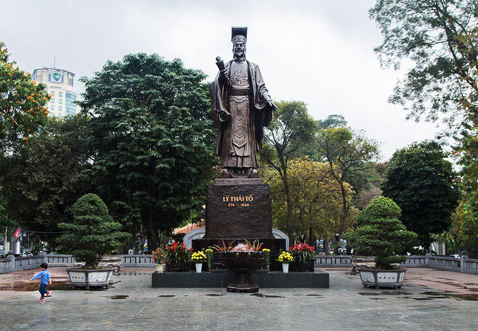 Hanoi, Statue of Lý Thái Tổ