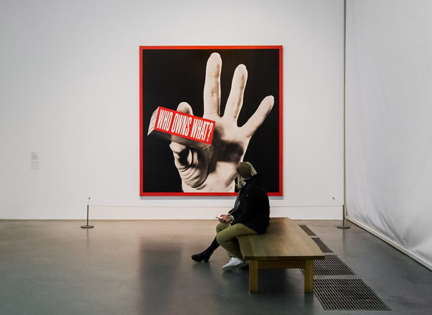 Fabian Fröhlich, Tate Modern London, Barbara Kruger, Who Owns What?