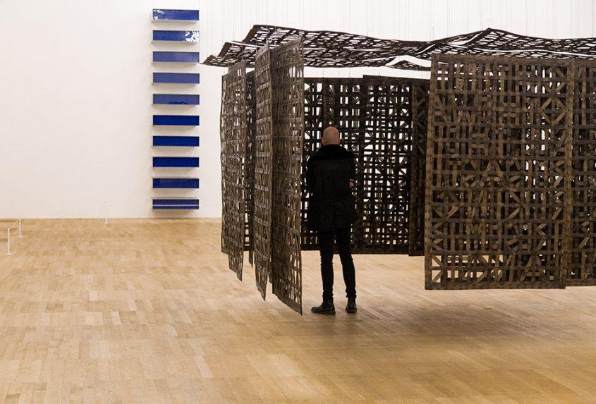 Fabian Fröhlich, Tate Modern London, Donald Judd, Untitled / Cristina Iglesias, Pavilion Suspended in a Room I