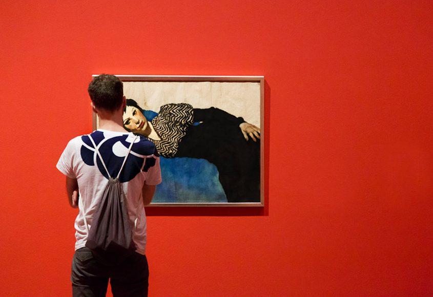 Fabian Fröhlich, Berlinische Galerie, Lotte Laserstein, Lying Girl on Blue