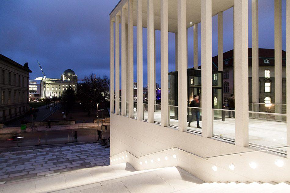 Fabian Fröhlich, James-Simon-Galerie, Berlin, Blick zum Humboldt Forum