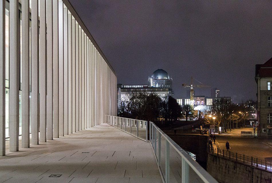 Fabian Fröhlich, James-Simon-Galerie, Berlin, Ausblick von der Terrasse zum Humboldt Forum