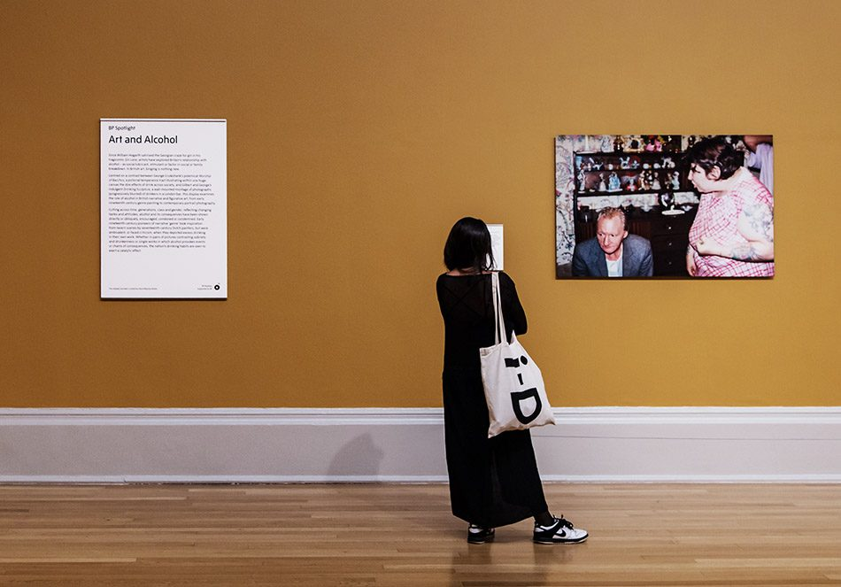 Fabian Fröhlich, Tate Britain, Art and Alcohol, Richard Billingham, Untitled work from the Ray's a Laugh series