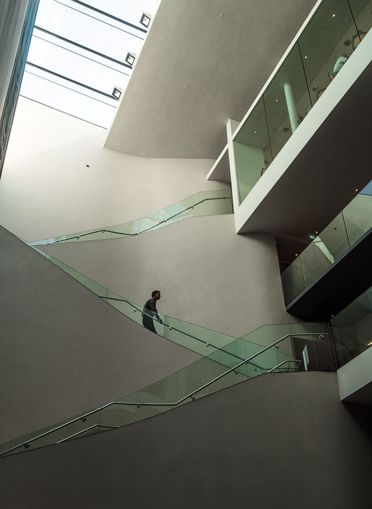 Fabian Fröhlich, Oxford, Ashmolean Museum, Staircase in the new extension building by Rick Mather Architects