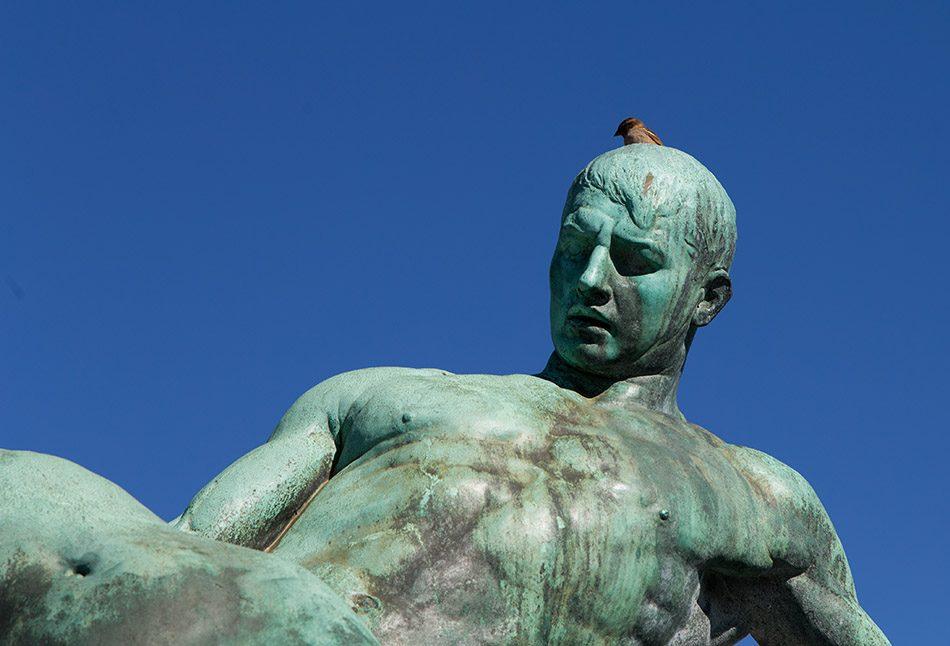 """Fabian Fröhlich, Schwerin, Brunnen """"Rettung aus Seenot"""" von Hugo Berwald am Grunthalplatz"""