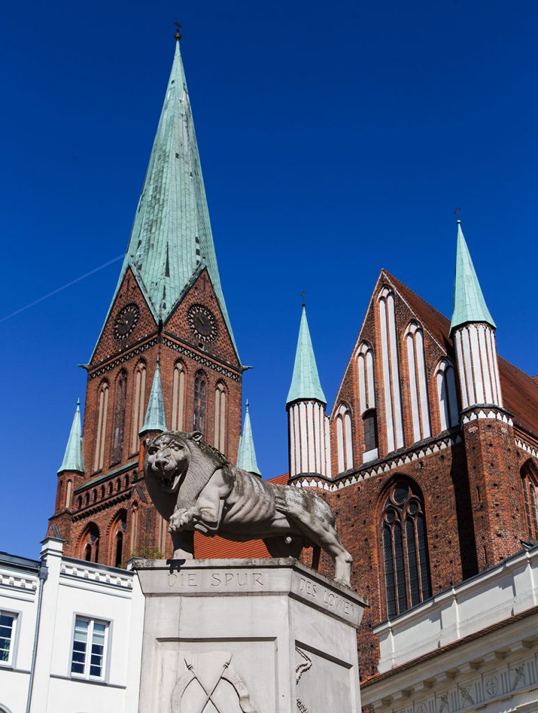 Fabian Fröhlich, Schwerin, Löwendenkmal am Markt