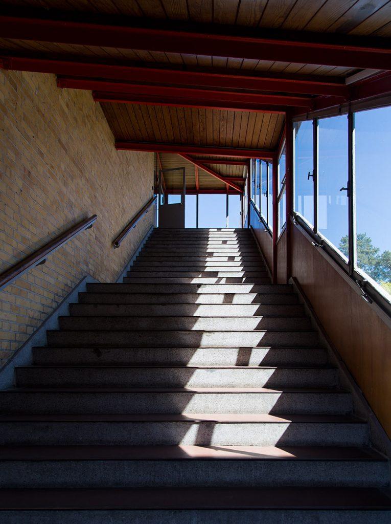 Fabian Fröhlich, Bauhaus-Denkmal Bundesschule Bernau, Treppe zu den Seminarräumen