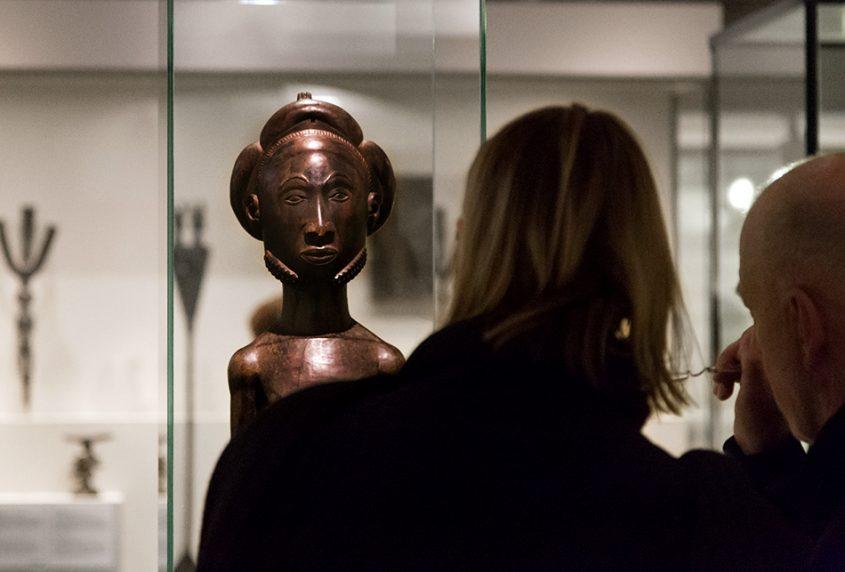 Fabian Fröhlich: Unvergleichlich: Kunst aus Afrika im Bode-Museum, Männliche Ahnenfigur, Hemba (Demokratische Republik Kongo)