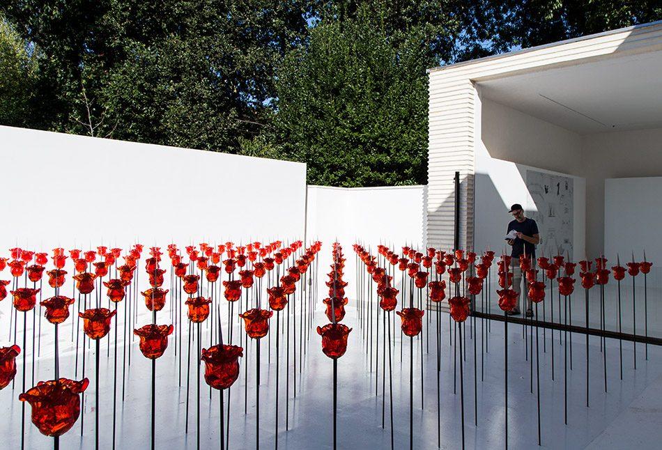 Fabian Fröhlich, Biennale di Venezia, 2019, Giardini, Austrian Pavilion, Renate Bertlmann, Discordo Ergo Sum, knife-rose field