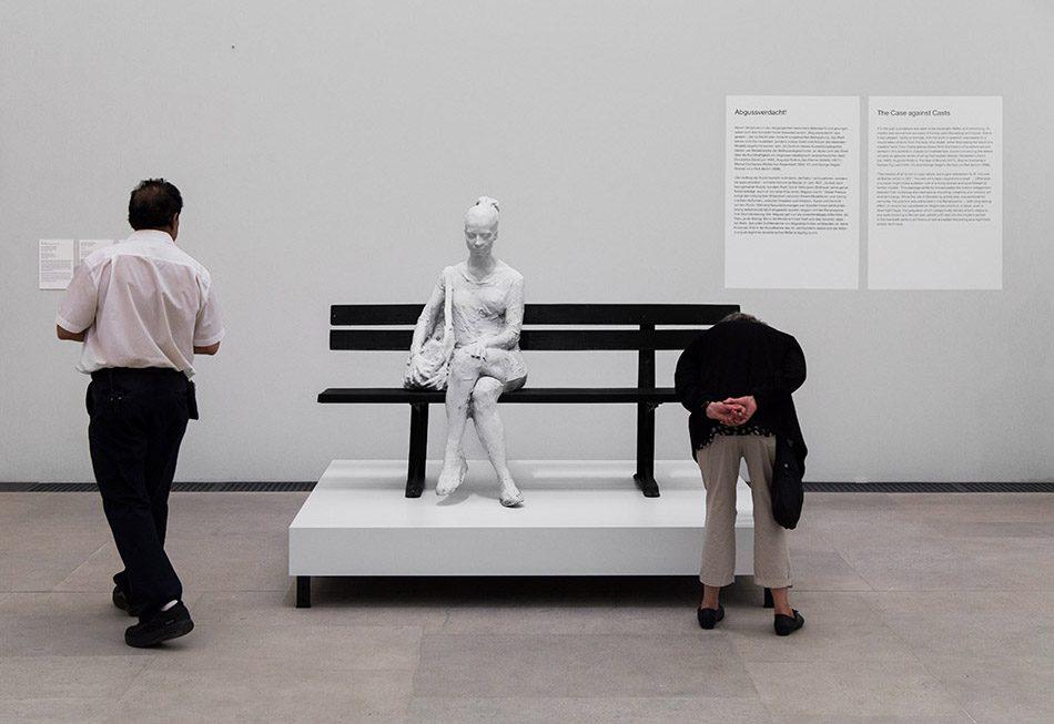 Ausstellung Nah, am Leben, 200 Jahre Gipsformerei, James-Simon-Galerie, George Segal, Woman on Park Bench