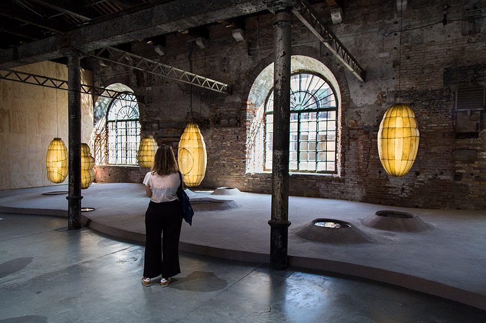 Fabian Fröhlich, Biennale di Venezia 2019, Arsenale, Anicka Yi, Biologizing the 123 Machine (tentacular trouble)