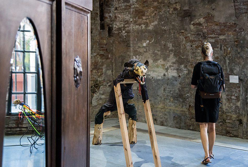 Fabian Fröhlich, Biennale di Venezia 2019, Arsenale, Jimmie Durham, Brown Bear