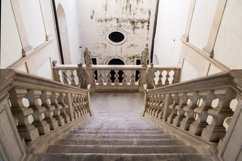 Fabian Fröhlich, Padova, Staircase at Scuola del Santo