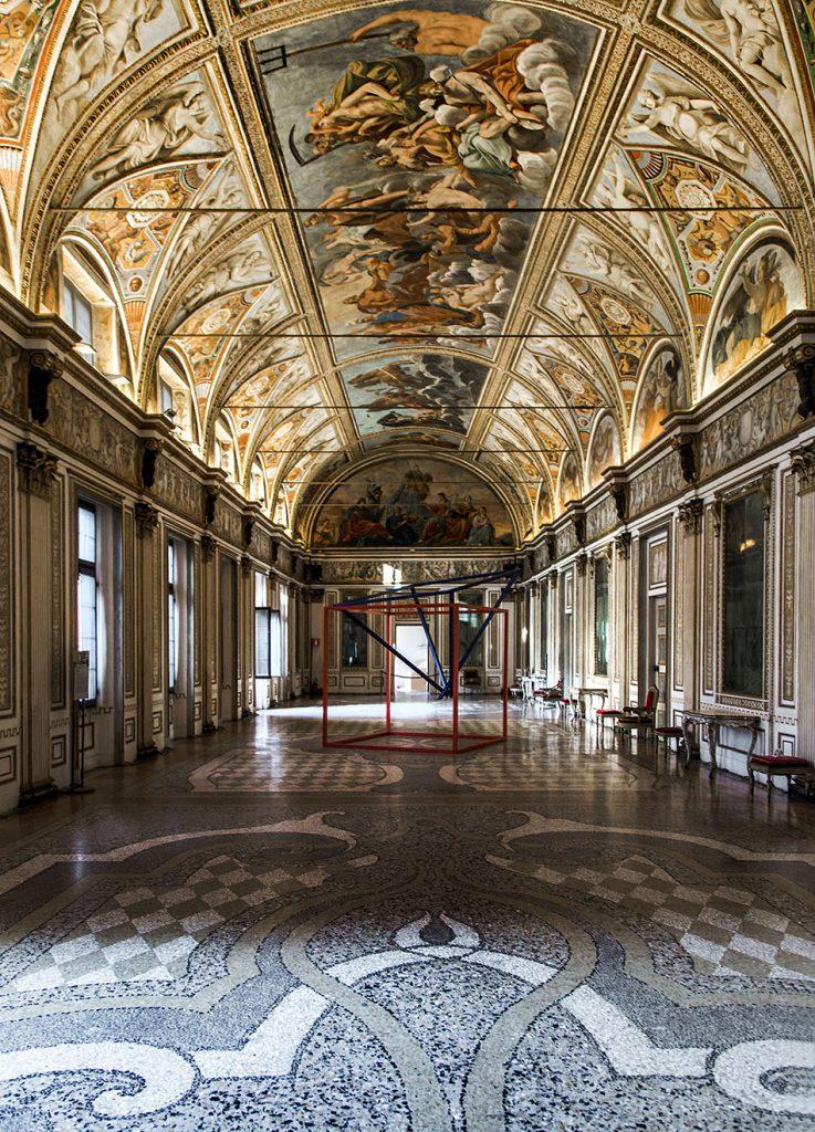 Fabian Fröhlich, Mantova, Palazzo Ducale, Galleria degli Specchi with Casa rovesciata by Lucia Pozzi