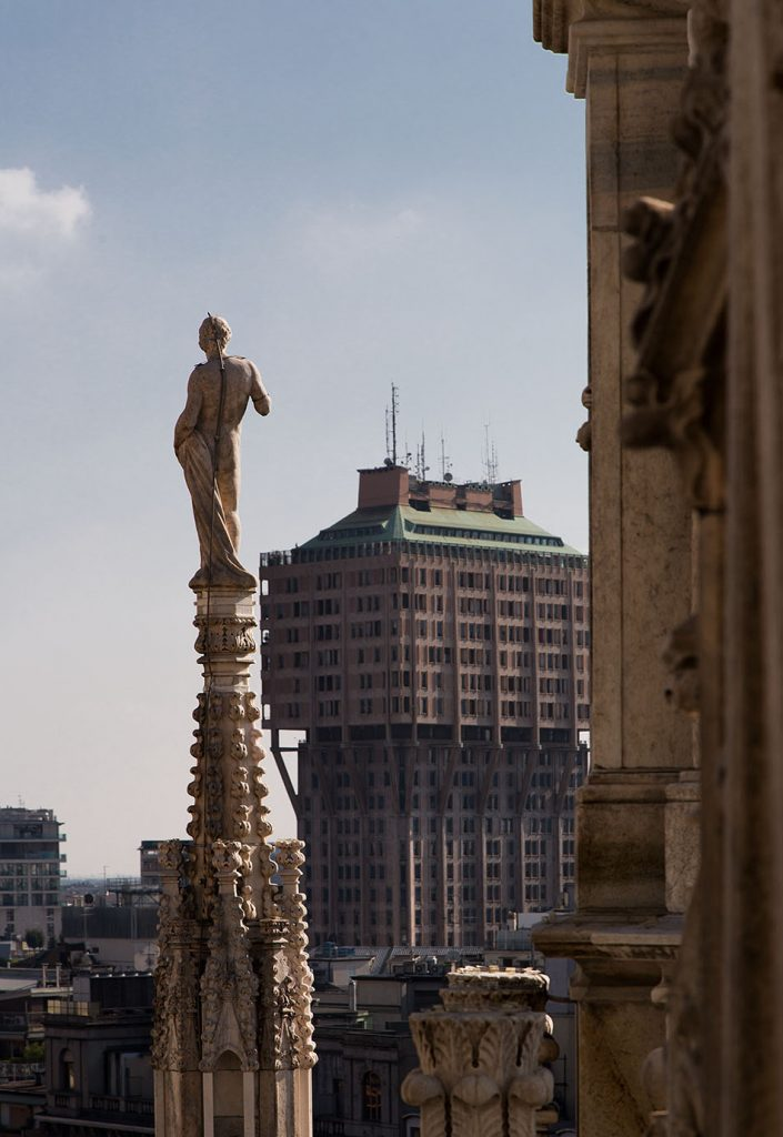 Fabian Fröhlich,Duomo di Milano, View from roof to Torre Velasca