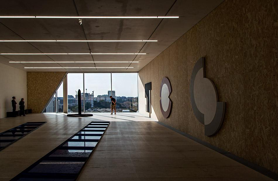 Fabian Fröhlich, Milano, Fondazione Prada, Atlas, Michael Heizer and Pino Pascali, installation view