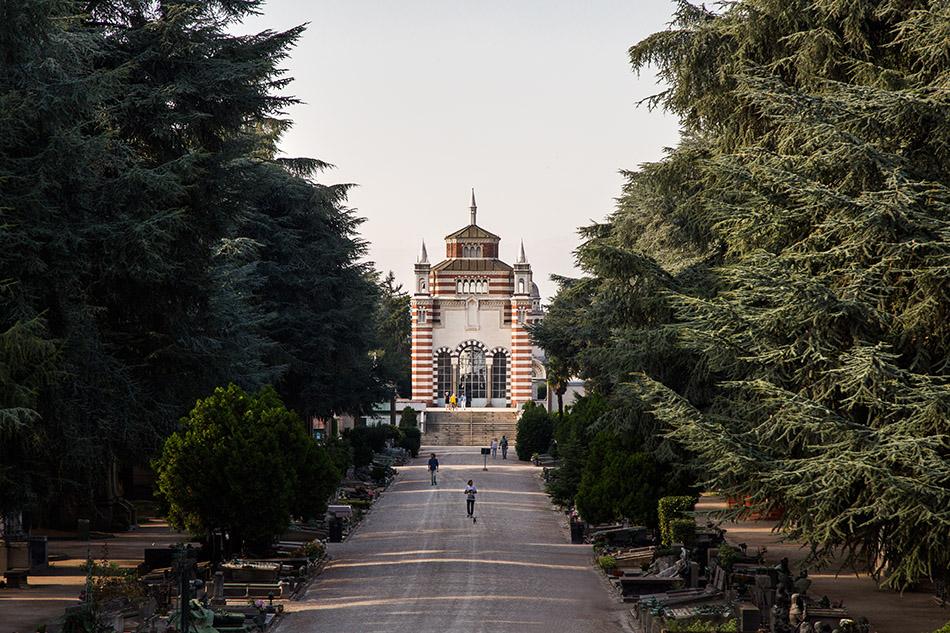 Fabian Fröhlich, Cimitero Monumentale Milano, Central axis with Famedio