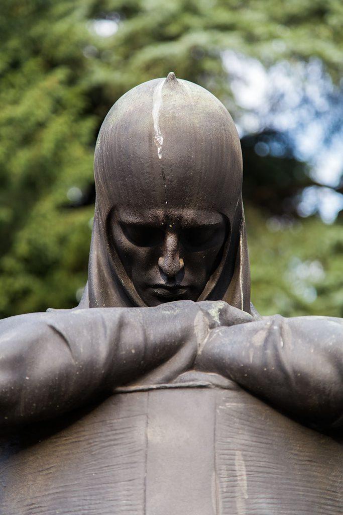 Fabian Fröhlich, Cimitero Monumentale Milano, Knight