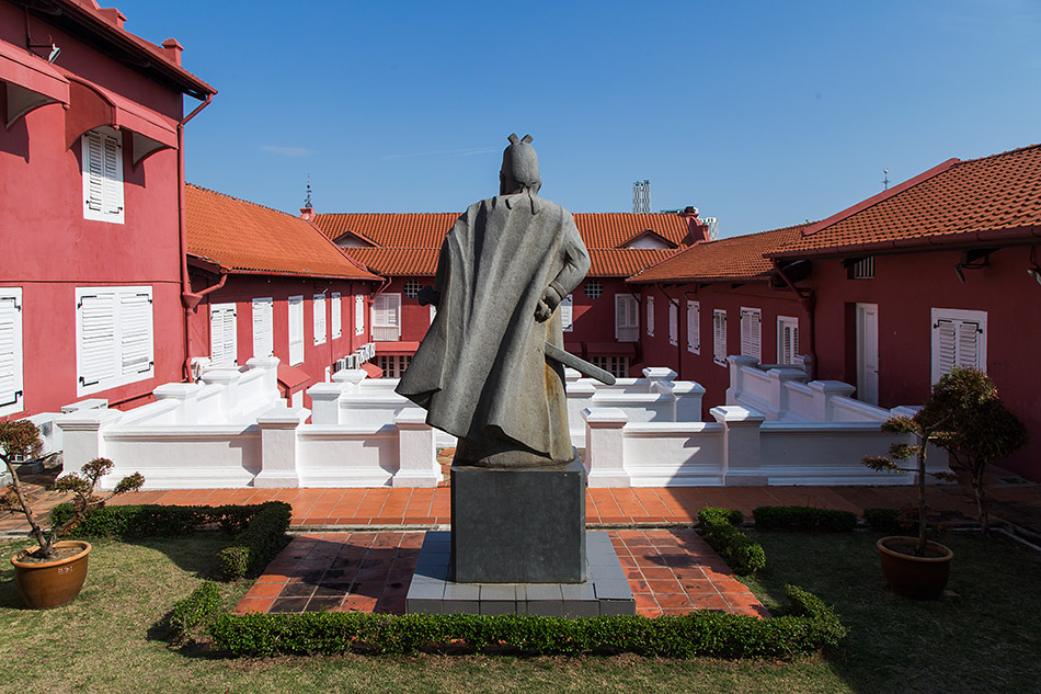 Fabian Fröhlich, Melaka, Statue of Admiral Cheng Ho behind the Stadthuys