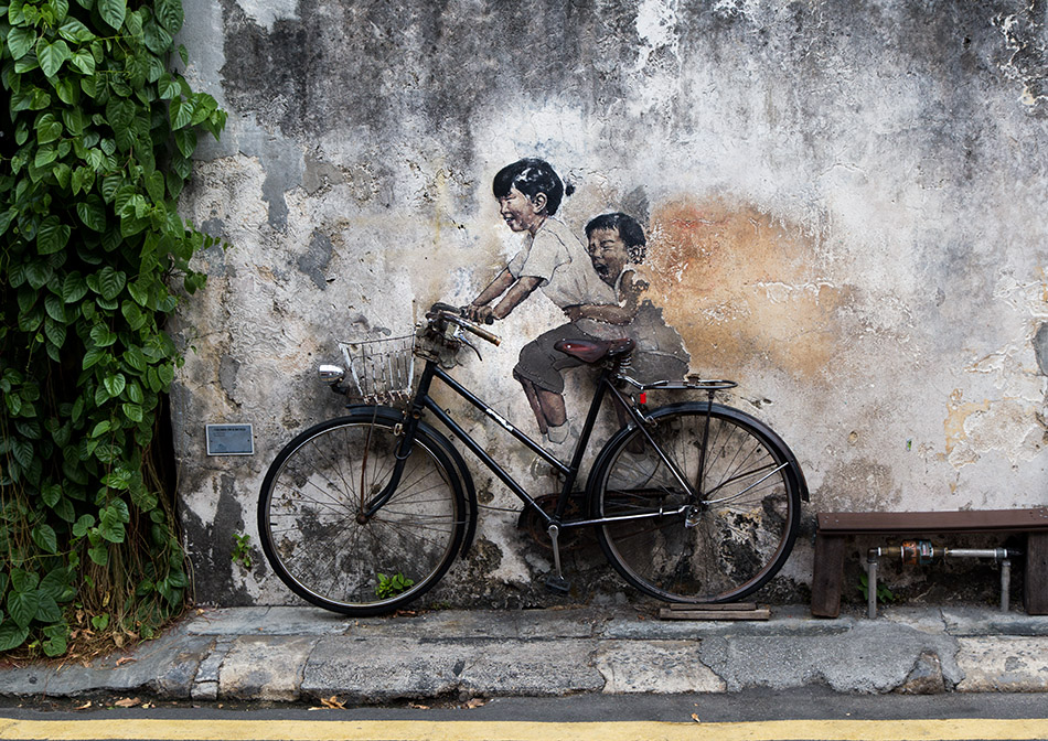 Fabian Fröhlich, Penang, George Town, Little Children on a Bicycle, mural by Ernest Zacharevic