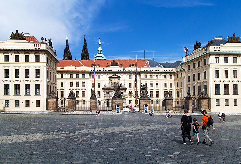 Fabian Fröhlich, Prager Burg, Tor